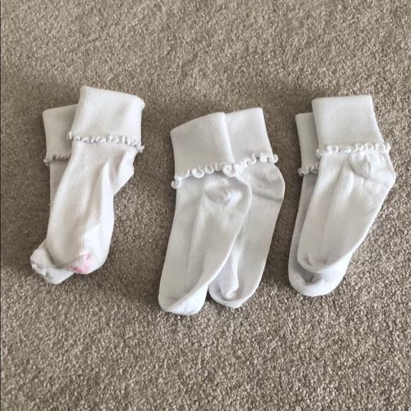 Nordstrom Other - Nordstrom Lettuce edge little girls white socks
